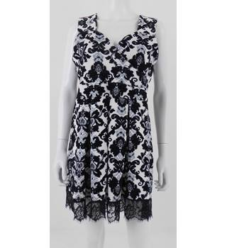 Want That Trend Size 18 Black & White Damask Short Dress