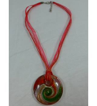 Glass pendant necklace. Unbranded - Size: Medium - Red - Necklace