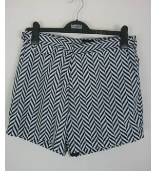 "M & S  Size: M, 32""  waist, 5"" inside leg Blue & White Chevron Casual/Sports Quick Dry Swim Shorts"
