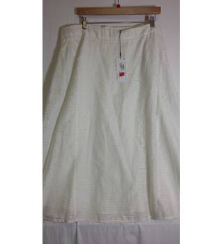 BNWT Marks and Spencer Size 18 white skirt A Line M&S Marks & Spencer - Size: 18 - White - A-line skirt