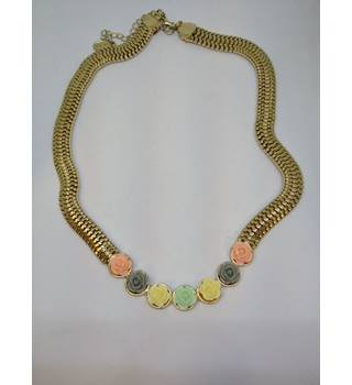 Pastel Roses & Gold Necklace Unbranded - Size: Medium - Metallics - Necklace
