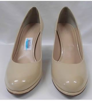 Kurt Geiger - Size: 6.5/40 cream court shoes