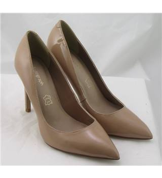 NWOT Autograph, size 5 nude patent leather court shoes
