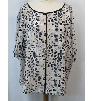 M&S Marks & Spencer Collection - Size: 10 - Cream/grey Print- Blouse