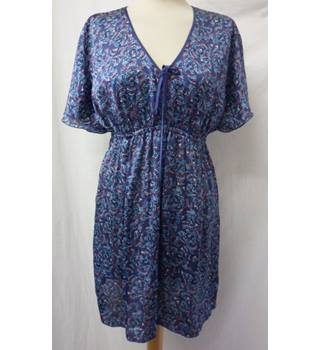 Esprit - Size: 14 - Yale Blue with dots & dashes - Short Dress