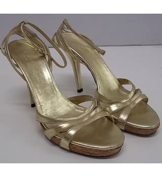GUCCI - Size: 5.5 - Gold - Sandals