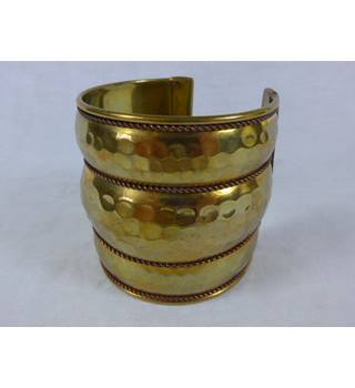 Gold-toned wrist cuff. Unbranded - Size: Large - Metallics