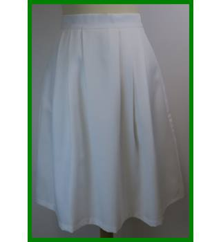 BNWT - Ness - Size: 10 - Cream / ivory - Knee length skirt