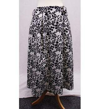 M&S Collection BNWOT - Size 12 - Black & Cream - Midi Skirt