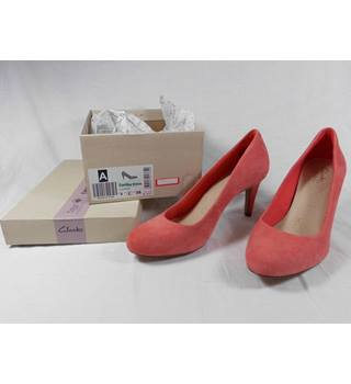 Clarks Carlita Cove coral suede court shoes size 38E. New Clarks shoes - Size: 5 - Pink - Court shoes