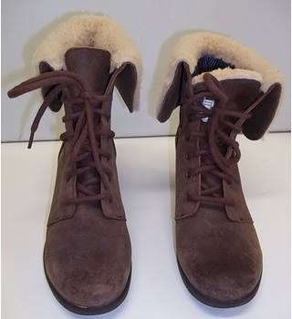 UGG - Size: 7.5 - Brown - Boots