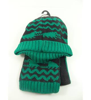 M&S Marks & Spencer Kids Size: 3 - 6 Years Green & Black 3 Piece Hat Gloves and Scarf Set