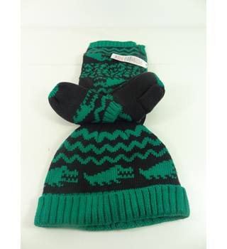 M&S Kids Size: 18-36 months Green & Black Crocodile Hat Gloves and Scarf Set