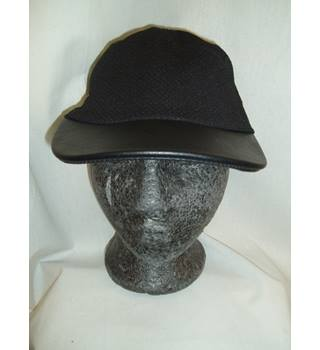 BNWT ASOS  One size  Black stretch waffle fabric Baseball cap with faux leather peak