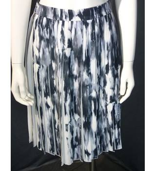 BNWT French Connection Pleated Knee-Length Skirt, Size 6
