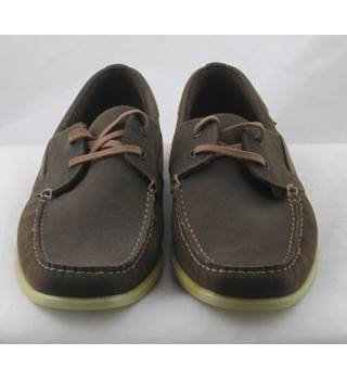 North Coast, size 6 brown waxed leather boat shoes