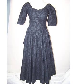 Laura Ashley - Size: 10 - Black - Dress