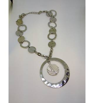Shimmery Silver Circular Pendant Unbranded - Size: Medium - Metallics - Necklace