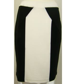 Pierre Cardin - Size: 14 - Black & Ivory - Knee length skirt