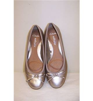 Clarks - Size: 7 - Silver - Flat shoes