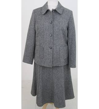 Country Collection Size:18 grey tweed skirt suit