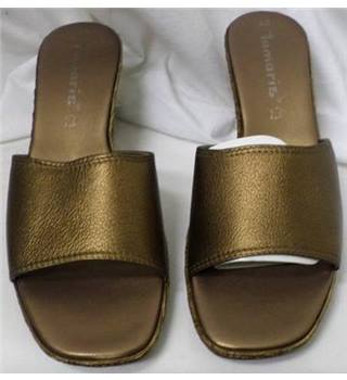 BNIB Tamaris Size 6.5 Copper Wedge sandals