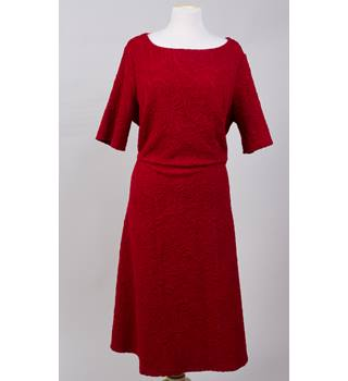 Per Una dark red embossed midi dress 22 Per Una - Size: 22 - Red - Calf length skirt