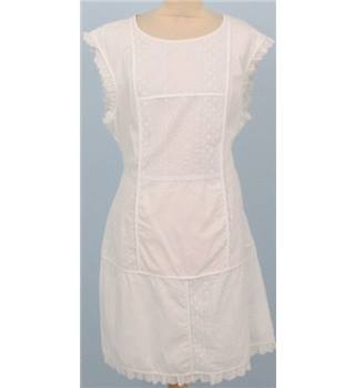 Fearne Cotton size: 18 white sleeveless dress