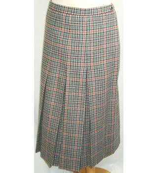 First Avenue Size 18 All Wool Beige, Black and Red Skirt