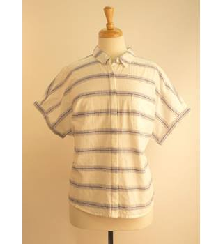 M&S Collection BNWT White & Blue Short-Sleeved Ladies Shirt Size 18 M&S Marks & Spencer - Size: 18 - White - Short sleeved shirt