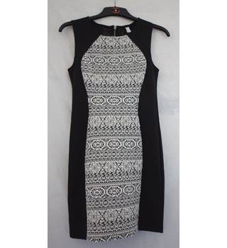 H&M - Size: 10 - Black and white - Sleeveless dress