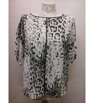 BNWT NEW M&S Marks & Spencer - Size: 12 - leopard print short sleeved top