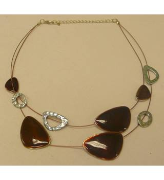 "Unbranded - Size: Medium (9"" 9"" + 6"" diameters) - Metallics - Ladies' Necklaces"