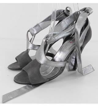 Pierre Hardy Size 5 Silver Stiletto Heel Shoes