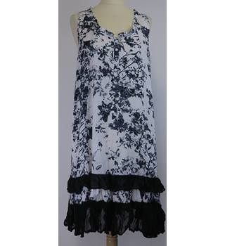 Mandi - Size: 14 - White with Black Floral Knee Length Dress