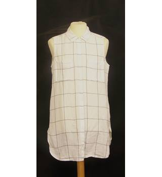 M&S Collection Size: 14 White with Black Lines Sleeveless Top