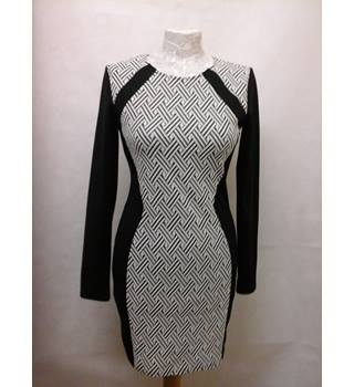 BNWT H&M size 14 black & white lines pattern long sleeved  dress