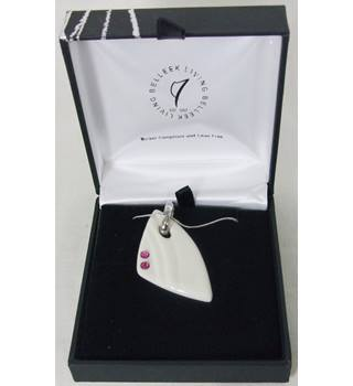 BNIB Belleek Living - Ceramic and Stone - Necklace Belleek Living - Size: Medium - Cream / ivory - Necklace