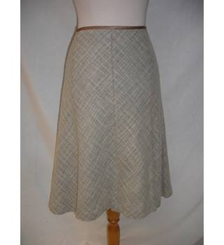 Austin Reed size 14 beige patterned skirt