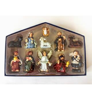 NATIVITY SET 11 CERAMIC FIGURES CHRISTMAS DECORATION s24  Listed for charity