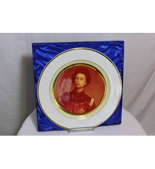 Heritage Club Limited edition Annigoni Queen Plate BNWB