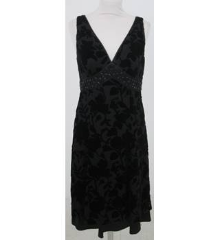 Hobbs - Size: 10 - Black  velvet patterned Mid length Dress