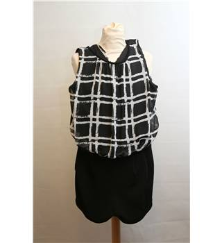 New Look Size 14 Black with Grey Square Pattern Play-suit