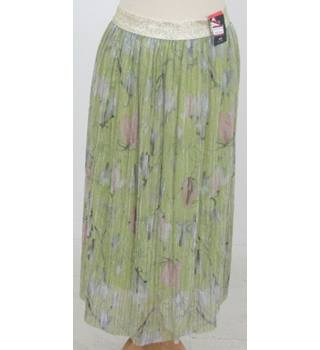 NWOT M&S  - Size: 16 - Light Green with Shiny Floral pink Pattern Mid length with gold Waist band Skirt