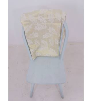 Amazing White & Gold Mistletoe Tablecloth