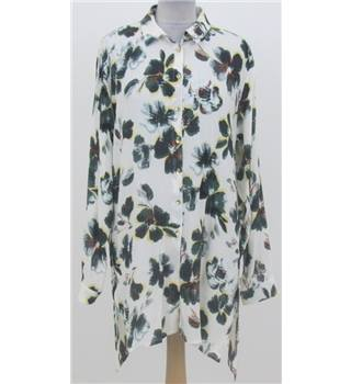 NWOT Per Una size: 10, ivory mix floral patterned long leeved shirt
