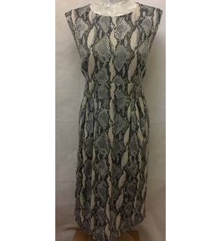 Fenn Wright Manson Size 18 Grey Snakeskin Knee Length Dress