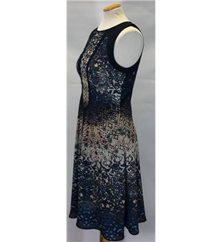 Warehouse size: 10 black and beige patterned sleeveless dress