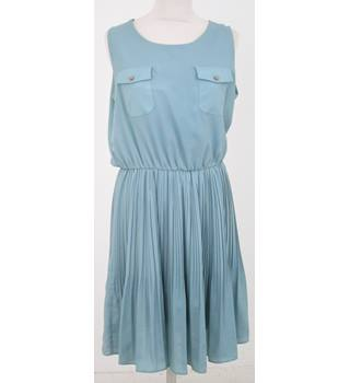 Darimeya - Size: L - Green dress with pleated skirt