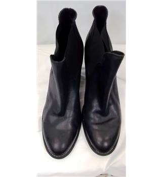 Kurt Geiger by Carvela, size 6.5/40 black leather block heeled Chelsea boots
